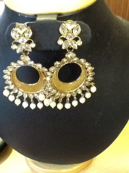 Moon shaped gold with pearls