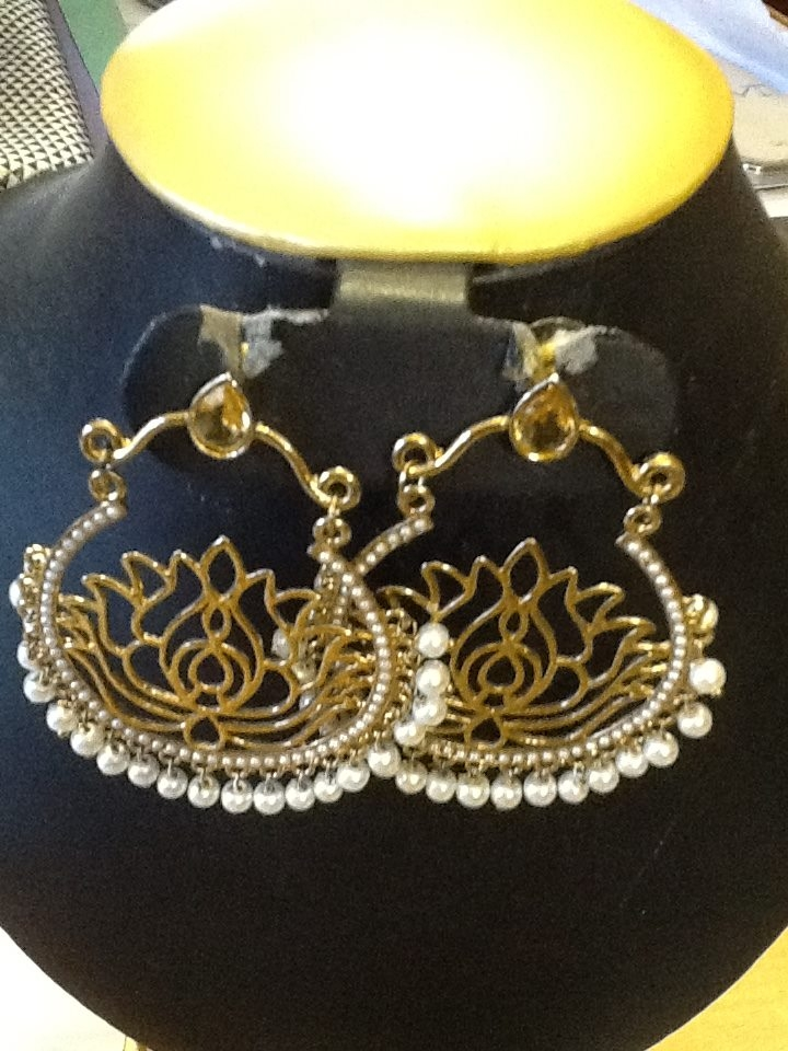 Lotus shaped jumka with pearls