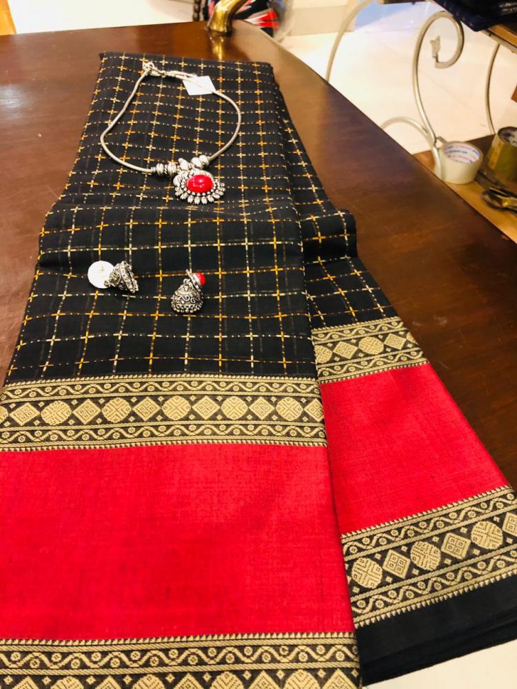 Handloom cotton and jewellery